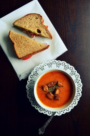 Roasted Tomato Garlic Soup & Veggie Sandwich